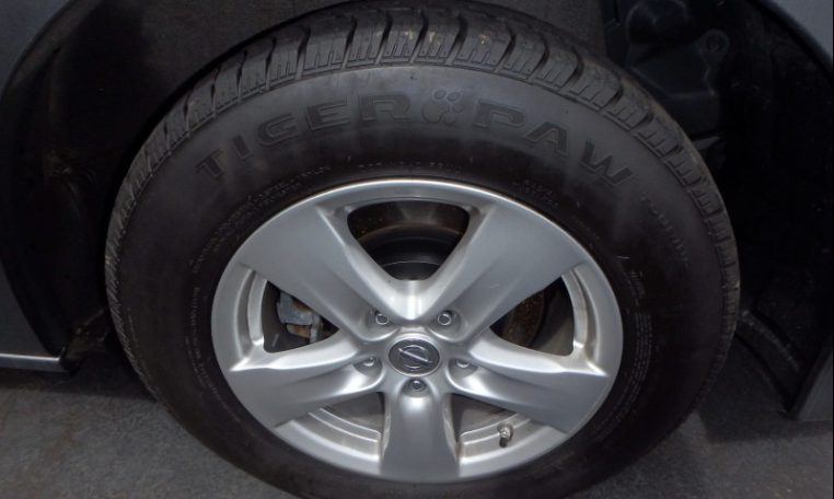 2016 Nissan Quest Tire